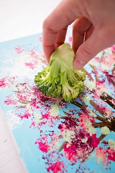 Paint With Broccoli: Fun Stamped Spring Tree - Welcome To Nana's Spring Drawing, Spring Painting, Painting For Kids, Art For Kids, Crafts For Kids, Diy Tree Painting, Tree Drawing For Kids, Tree Artwork, Spring Tree