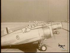 cuervo57: El Curtiss P-36 Hawk, también conocido como Curtiss Hawk Modelo 75, fue un avión de caza fabricado en Estados Unidos en los años 1930 por Curtiss Aeroplane and Motor Company. Wikipedia Velocidad máxima: 518 km/h  Longitud: 8,69 m Introducción: 1938 Retirada: 1954 Primer vuelo: mayo de 1935 Envergadura: 11 m Presupuesto unitario: 23.000–23.000 USD
