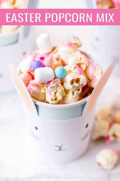Celebrate spring with this Easter Candy Popcorn Mix. Sweet and salty, it's a fun party snack your kids will love. Serve in bunny cups for a party favor. Homemade Popcorn, Flavored Popcorn, Gourmet Popcorn, Popcorn Recipes, Dessert Recipes, Desserts, Popcorn Mix, Candy Popcorn, Candy Bars