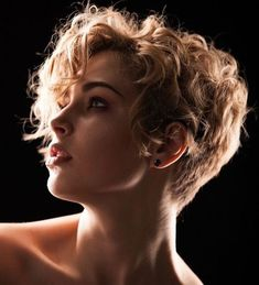 tinkerbell の coupe coiffure cheveux court bouclé blond curled short haircut style haar frisur Short Wavy Haircuts, Short Curly Hairstyles For Women, Short Curly Pixie, Short Curly Styles, Curly Hair Styles, Haircut Short, Bob Hairstyles, Short Wavy Curly Hair, Wavy Pixie Haircut