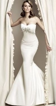 Curve hugging wedding dress. Mermaid style.