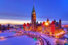 parliament-buildings-ottawa-christmas-decorations