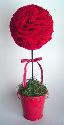 Simple Valentine's Day Décor:  Felt Topiary