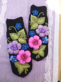 Купить Варежки с вышивкой. - сиреневый, цветочный, варежки, варежки ручной работы, варежки женские