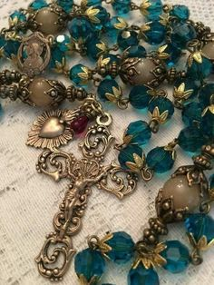 Rosary Prayer, Praying The Rosary, Holy Rosary, Prayer Beads, Catholic Jewelry, Rosary Catholic, Dog Memorial Tattoos, Jesus E Maria, Heart Of Jesus