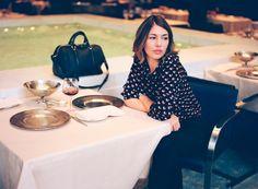 Fotos da campanha da Louis Vuitton com a cineasta Sofia Coppola. Só tenho algumas palavras a dizer: linda, chique, clássica, atemporal!!! Socorro, quero este cabelo! O comprimento já é o mesmo, só faltaria eu clarear… Fotos: Reprodução