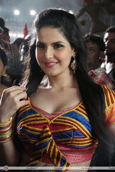 Zarine Khan Pics From Naan Rajavaga Pogiren Movie Zarine Khan Hot, Arnav Singh Raizada, Pakistani Movies, Famous Stars, Bollywood Actors, Bollywood News, Indian Bollywood, Beautiful Saree, Beautiful Women