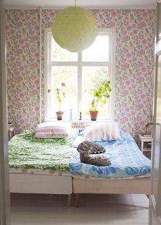 pastel bedroom - love the wallpaper!  and Kitties.