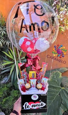 I love you candy box globo esfera dulces regalo original Boyfriend Anniversary Gifts, Birthday Gifts For Boyfriend, Boyfriend Gifts, Diy Bouquet, Candy Bouquet, Chocolate Flowers Bouquet, Christmas Gift Baskets, Diy Birthday, Balloon Decorations