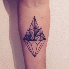 Polygonal style diamond on Fets forearm.