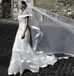 Blanca y radiante… o sensual. Las novias de Alessandro Angelozzi.