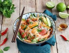 Recipe - Thai salad with rice vermicelli, shrimps and grapefruit . Regional, Thai Salads, Rice Vermicelli, Japchae, Thai Red Curry, Entrees, Food And Drink, Nutrition, Snacks