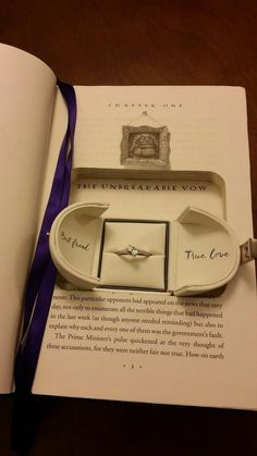 """I would be so sad if anyone ever did this to a Harry Potter book, but still love the idea! """"Harry Potter proposal aka the best proposal ever! Even better bring the book and do it at Disneyland"""" Harry Potter Proposal, Theme Harry Potter, Harry Potter Love, Harry Potter Fandom, Harry Potter World, Harry Potter Memes, Harry Potter Gifts, Harry Potter Merchandise, Harry Potter Outfits"""