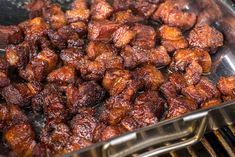 Pork Belly Burnt Ends – Die kleinen Dinger machen süchtig! - New Site Smoked Beef Brisket, Smoked Ribs, Oxtail Recipes, Pork Recipes, Cooking Recipes, Grilled Pork Steaks, Pork Belly Burnt Ends, Spareribs, Barbecue Recipes