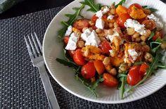 Kikkererwten met zoete aardappel, tomaatjes en geitenkaas
