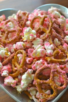 - A southern soul Happy Valentine's Day! - A southern soul,Happy Valentine's Day! - A southern soul, Cupid's Crunch Valentine Popcorn Mix- This Mama Loves. Your family will love this fun recipe for V. My Funny Valentine, Valentines Day Treats, Valentine Recipes, Kids Valentines, Valentine Cupid, Valentine Craft, Valentine Party, Vintage Valentines, Easter Recipes