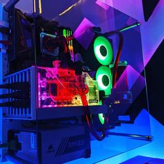 How are we feeling about this build? 🤔 Dope or nope? Comment down below ⬇️ Via 📸 grinch.by.design Check out gamingapt300.com for accessories, decor, and posters for your gaming room! #gamer #gaming #geforce #razer #pc #gamingpc #pcsetup #funkopop #pcmr #pcmasterrace #instatech #watercooling #gamingislife #gamingcommunity #gamerforlife #nvidia #rgb #twitchstream #popfunko #ps4 #gaminglife #watercooled #monitor #streamer #twitchstreamer #pcgaming #gamingsetups #gamingsetup #pcgamer #gamerpc Best Gaming Setup, Water Cooling, Pc Setup, Pc Gamer, Game Room, Funko Pop, Cool Stuff, Games, Game Rooms