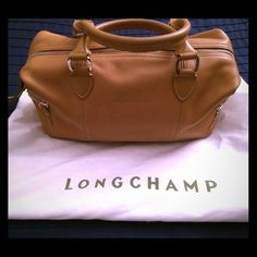 Longchamp beige purse Longchamp beige purse. Perfect for day to night. Medium size. Silver hardware. Classic style. Longchamp Bags Satchels