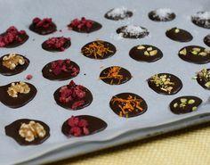 Prøv Berit Nordstrand sin sunne sjokolade og spis et par biter hver dag! Griddle Pan, No Bake Desserts, Healthy Recipes, Healthy Food, Food Porn, Yummy Food, Candy, Snacks, Cookies