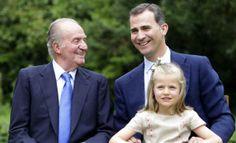 El 2 de junio de 2014 el rey de España abdica la Corona. La Fundéu nos da algunas claves de redacción sobre el tema. http://www.fundeu.es/recomendacion/abdicacion-del-rey-e-investidura-del-sucesor/