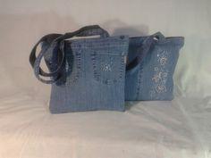 Egyből a kettő. Kézműves farmer táska. Bélelt, belső cipzáras zsebbel, záródása is cipzáras.