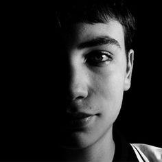O trabalho é recente, mas o jovem fotógrafo já mostra identidade e atitude nas imagens apresentadas. Raphael Montanaro, em entrevista exclusiva à Zupi, fala sobre inspirações, técnicas utilizadas e…
