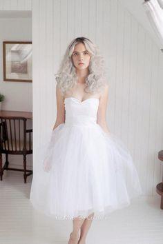 STRAPLESS IVORY TULLE SHORT CUSTOM BRIDAL DRESS