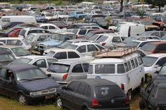 Detran fará operação para retirar carcaças de veículos do Guará +http://brml.co/1Ea5GYE