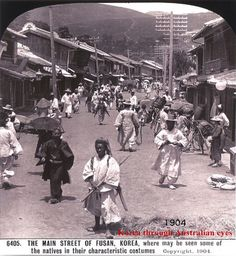 Busan Street Scene 1903 부산 옹기장수(1903년) Korean Photo, Korean Art, Black History Facts, Strange History, Old Pictures, Old Photos, Busan Korea, Korean Traditional, Historical Images