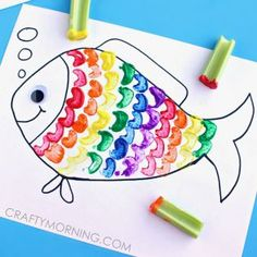 These fish crafts for kids will open up a sea of possibilities. Fish art projects make some of the best ocean crafts for kids. The Rainbow Fish, Rainbow Fish Crafts, Ocean Crafts, Rainbow Fish Template, Rainbow Fish Activities, Animal Crafts For Kids, Toddler Crafts, Art For Kids, Craft Work For Kids