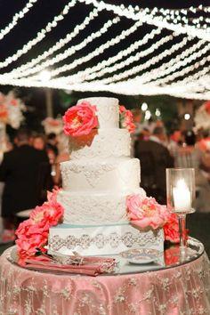 Enchanting Wedding Cakes That Leave You Amazed
