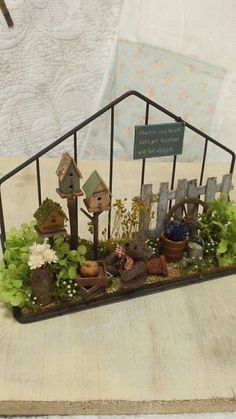 miniature garden with bird houses. Mini Fairy Garden, Fairy Garden Houses, Gnome Garden, Garden Art, Miniature Plants, Miniature Fairy Gardens, Minis, Mini Plants, Garden Terrarium