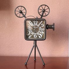 Creative personality fashion clock mute room Bar Cafe clock Retro Old Video camera style
