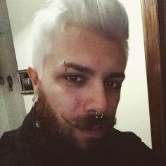 "74 Me gusta, 5 comentarios - Salvatore de Vivo (@sal_london) en Instagram: ""#WhiteHair #totalWhite #beard #moustache #piercing #septumpiercing #eyebrow #doublenostril #boy…"""
