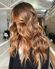 hair Brunette messy - Awe-Inspiring Brunette Hair Color to Give You're the Perfect Edgy Look Side Part Hairstyles, Face Shape Hairstyles, Chic Hairstyles, Trending Hairstyles, Ponytail Hairstyles, Pretty Hairstyles, Medium Hair Cuts, Medium Hair Styles, Long Hair Styles