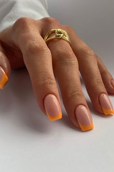 Summer nails incoming... obsessing over these orange french tip nails from @aimeestokesbeauty✨ Frensh Nails, Cute Gel Nails, Chic Nails, Stylish Nails, Swag Nails, Shellac Nail Art, Hair And Nails, Manicure Y Pedicure, Manicure Ideas