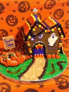 Halloween Haunted Gingerbread House Halloween 2017, Halloween House, Halloween Treats, Halloween Party, Halloween Gingerbread House, Gingerbread Houses, Spooky Food, Cake Decorating, Decorating Ideas