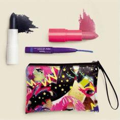 Que tal arrasar por ai com um combo Natura Faces ? Vem com bolsa-carteira com estampa exclusiva, batom azul, batom rosa e mini lápis retrátil jeans para olhos e lábios. Aproveite para comprar online com preço especial de R$72,60 por R$49,90.