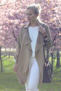 Cherry blossoms, All white, beige flowy trench,  Prada Saffiano lux Tote nero black, prada bag black, outfit