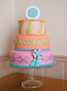 Een sweet 18 taart, 3 lagen en compleet over de top.