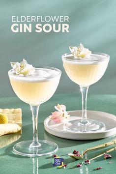 Simple Cocktail Recipes, Easy Gin Cocktails, Spring Cocktails, Cocktail Desserts, Christmas Cocktails, Classic Cocktails, Elderflower Syrup Recipe, Elderflower Cordial, Refreshing Drinks