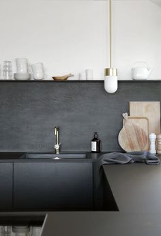 Recently, matte finishes seem to be showing up on walls, furniture, fixtures, and ceramics all over the house. Often used in combination with metallics and high-gloss glazes to create a striking contrast of sheens, the new mattes are found in moody hues and pretty pastels. See how these flat finishes shine in the rooms that follow.