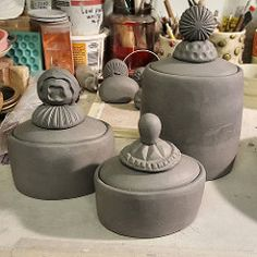Hand-building covered jars and boxes. Hand Built Pottery, Slab Pottery, Ceramic Pottery, Thrown Pottery, Pottery Art, Ceramic Boxes, Ceramic Jars, Ceramic Techniques, Pottery Techniques