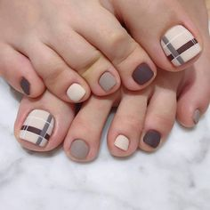 To show off some beautiful feet, see these 50 designs pedicure. Regardless of the day, season or occasion, feet always . Simple Toe Nails, Pretty Toe Nails, Cute Toe Nails, Cute Acrylic Nails, Toe Nail Art, Pedicure Designs, Manicure E Pedicure, Toe Nail Designs, Pedicure Ideas
