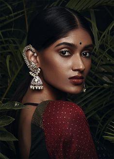 24 ideas for jewerly fashion photoshoot editorial Style Photoshoot, Indian Photoshoot, Indian Aesthetic, Wedding Makeup Looks, Tier Fotos, Brown Girl, Tips Belleza, Saris, Dark Beauty