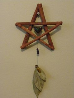 Pentacle - Place on the bare earth facing North. Lay parsley upon it meditate upon the Earth's energies. Then pick it up and scatter the herbs to the four quarters. Wiccan Crafts, Eclectic Witch, Arts And Crafts, Diy Crafts, Magic Crafts, Kitchen Witch, Pentacle, Nature Crafts, Book Of Shadows
