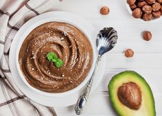 This chocolate pudding recipe has a surprise - avocado. Yes, healthy chocolate avocado pudding is ready to enjoy in minutes. Kids and adults will love it. Chocolate Mousse Recipe, Healthy Chocolate, Chocolate Pudding, Chocolate Recipes, Chocolate Hazelnut, Hazelnut Butter, Healthy Fudge, Chocolate Espresso, Espresso Coffee