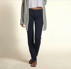 Even though part of it is cut off... I love this outfit from Hollister! Loveeee the pants!