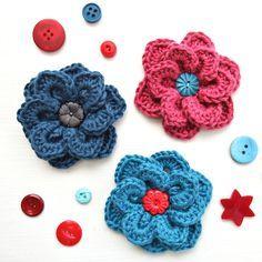 Overlapping Petals Crochet Flower - Free Pattern @ Very Berry Handmade Thanks so xox ☆ ★ https://uk.pinterest.com/peacefuldoves/