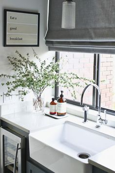 Modern kitchen basin and de casas design and decoration interior decorators house design ideas New Kitchen, Kitchen Interior, Kitchen Decor, Kitchen Modern, Modern Kitchen Curtains, Kitchen Corner, Modern Farmhouse, Modern Blinds, Curtains For Kitchen Window